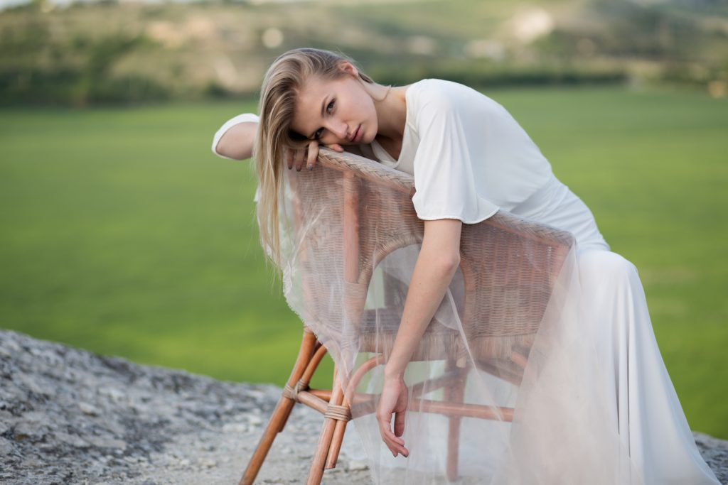 Фотосессия девушки на природе в Москве