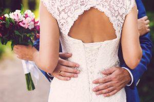 ТОП-7 удачных поз для свадебной фотосессии